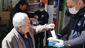 Rize'de vatandaşlara maske dağıtıldı