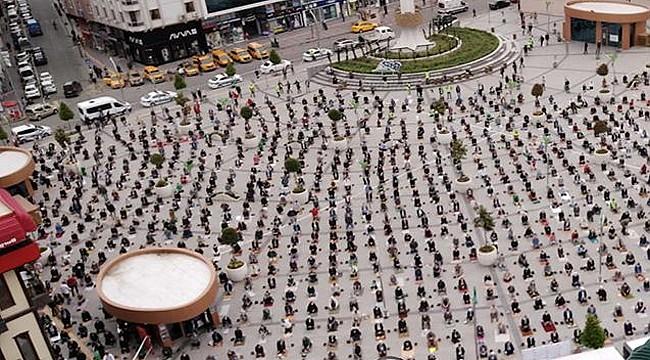 Rize'de 75 gün sonra ilk cuma namazı kılındı