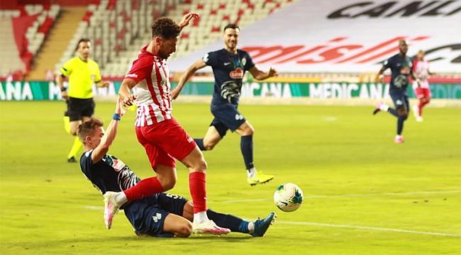 Çaykur Rizespor Antalya'dan boş döndü
