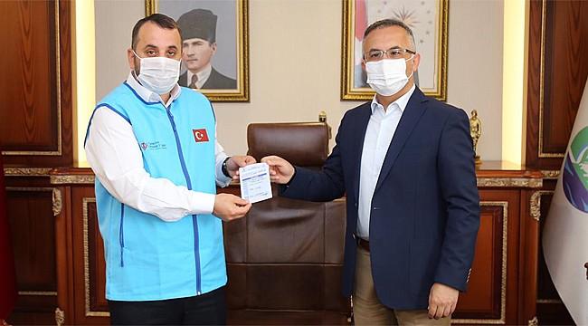 Rize Valisi Kemal Çeber kurbanını bağışladı