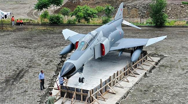 THK'nın F4 Fantom Savaş Uçağı Rize Sahilinde