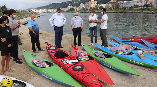 Rize'de kano kulüplerine malzeme yardımı yapıldı