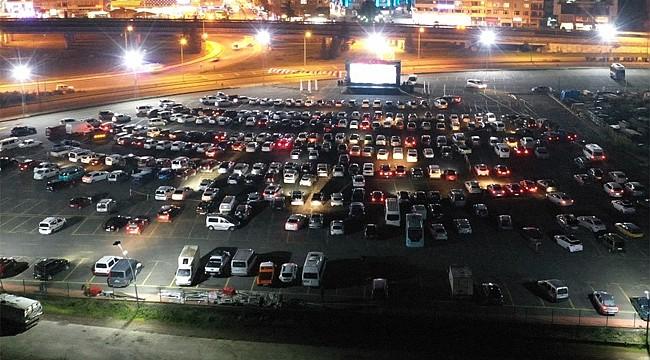 Rize'de sinema keyfi arabalara taşındı