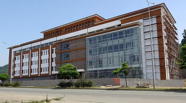 RTEÜ Diş Hekimliği Fakültesi yeni binasında hizmete başladı