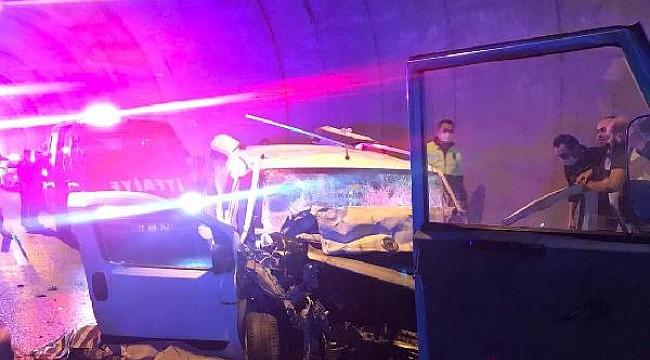 Tirebolu'da tünelde trafik kazası: 2 ölü, 2 yaralı