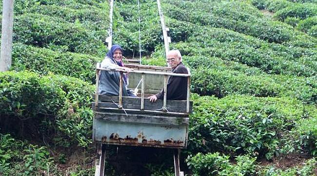 Rizeli aile arazisine kurduğu raylı sistem ile evine çıkıp-iniyor